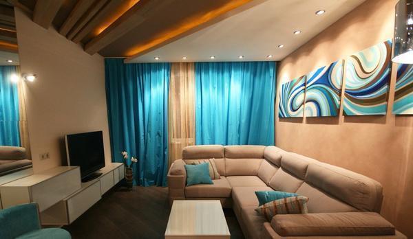 Дополнительно украсить гостевую комнаты можно угловым диваном и модульными картинами