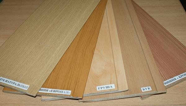 Панели МДФ – недорогой и весьма привлекательный материал для обшивки потолка, который отлично заменит плиты ОСБ