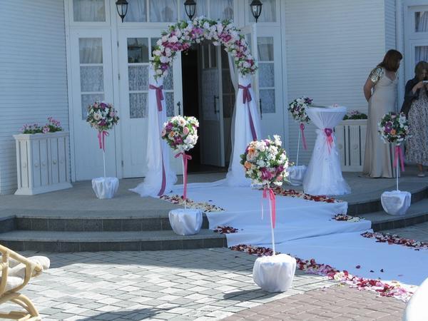Топиариями можно украсить свадебное торжество