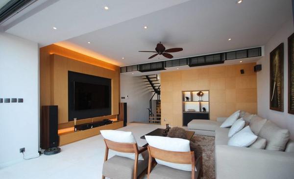 Для самого простого оформления потолка можно использовать грунтовку, шпаклевку и обои