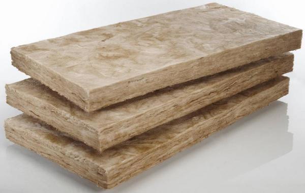 При выборе толщины минваты нужно обращать внимание на плотность утеплителя. Если она составляет 50 килограмм на 1 м³, то можно использовать утеплитель большей толщины