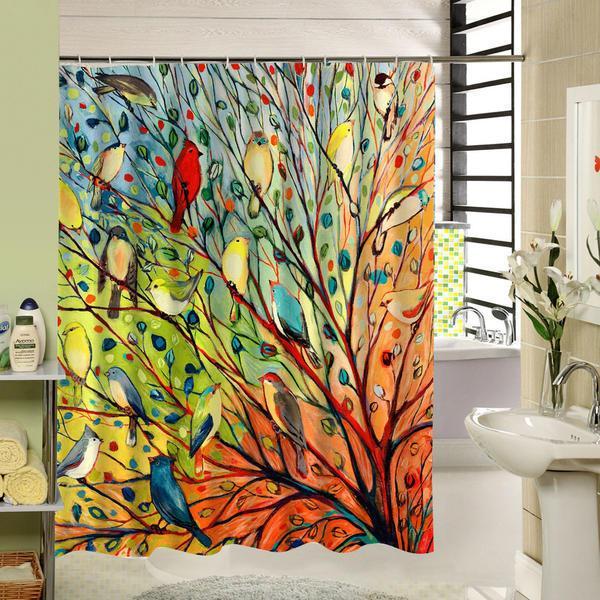 Стильно и ярко украсит интерьер оригинальная красочная декорированная занавеска