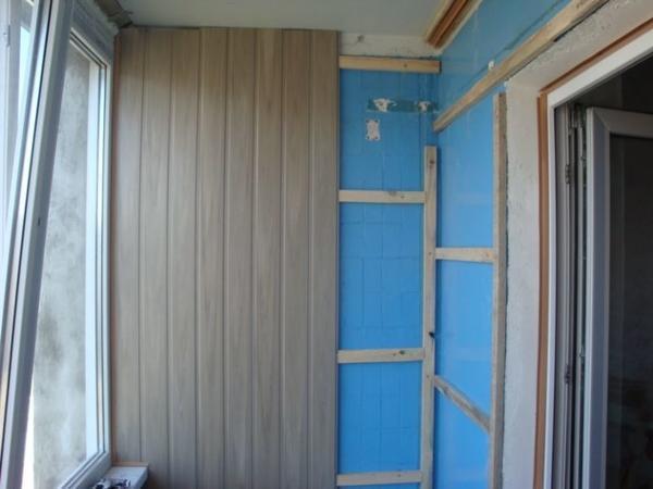 Зафиксировать пластиковые панели на балконе можно несколькими способами