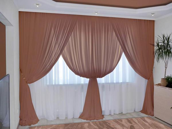 Наиболее популярным материалом штор для оформления окна является вуаль