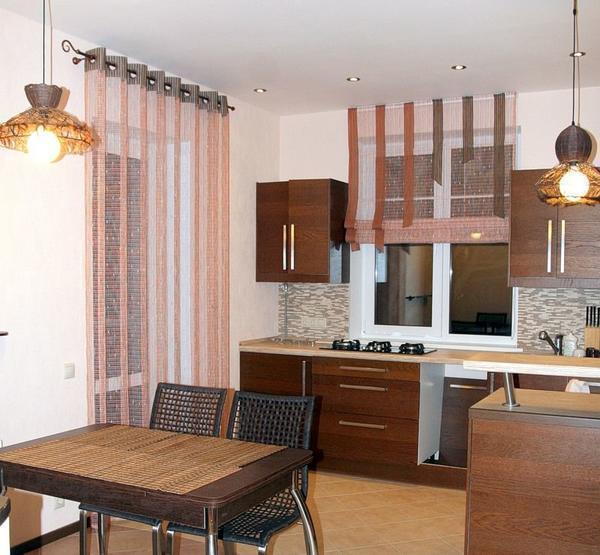 Выбирать шторы для кухни необходимо из личных предпочтений