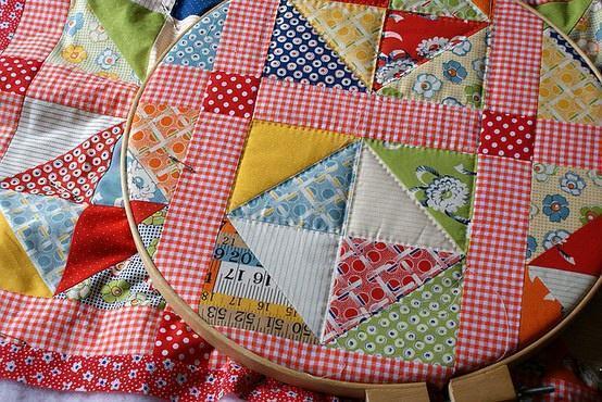 Пэчворк - это лоскутная техника, позволяющая создавать различные изделия из разноцветных кусочков ткани