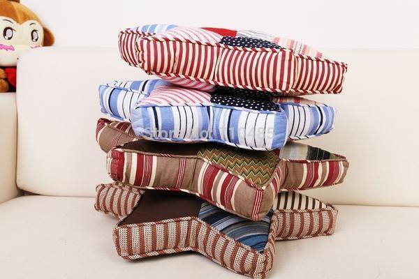 Декоративные подушки-сплюшки никогда не устареют, потому что несут заряд бодрости и позитива для каждого