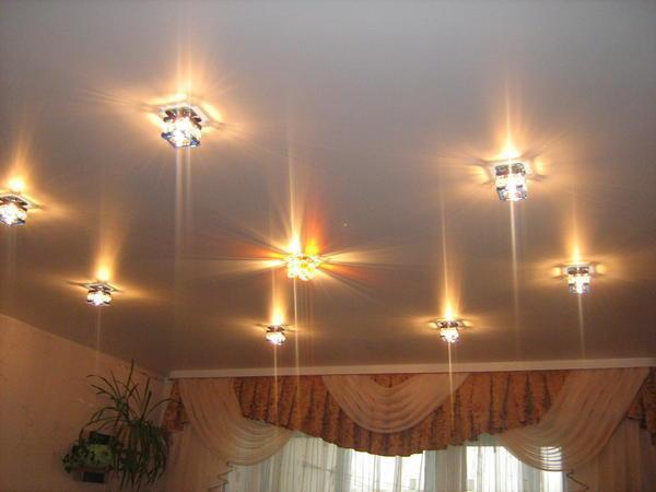 Точечные галогенные светильники - лучший выбор для современных натяжных потолков