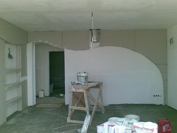 Подбирать дизайн гипсокартонной стены необходимо с учетом размера и особенностей помещения