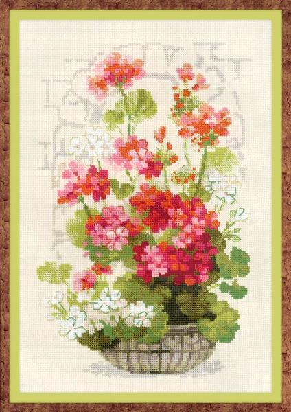 Добавить изюминку интерьеру можно с помощью оригинальной вышитой картины с цветами