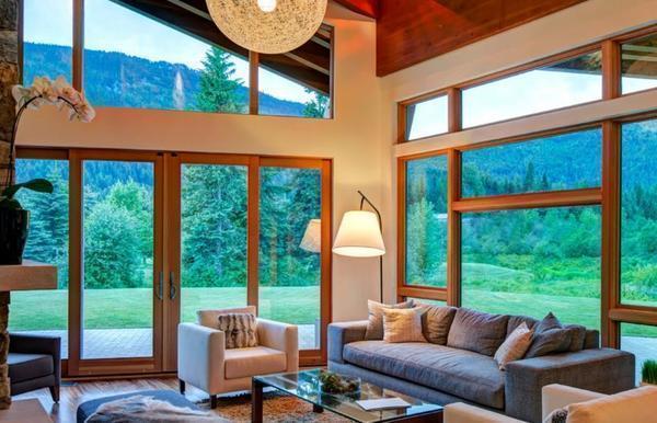 Преимущество большого окна в том, что оно функциональное и имеет красивый внешний вид