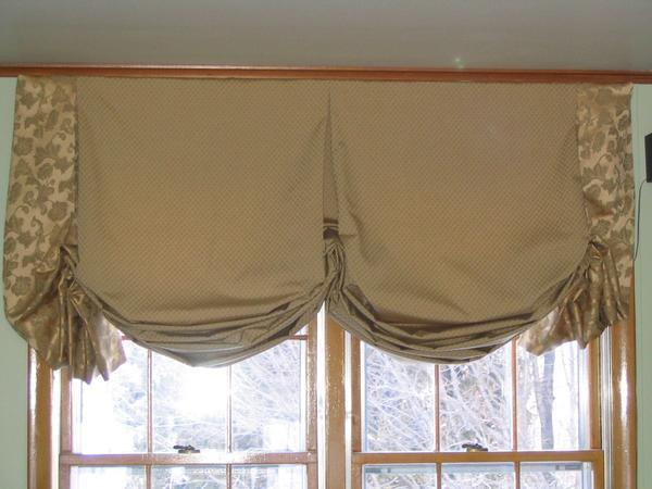 Австрийские шторы хорошо смотрятся в интерьере, сделанном в классическом стиле