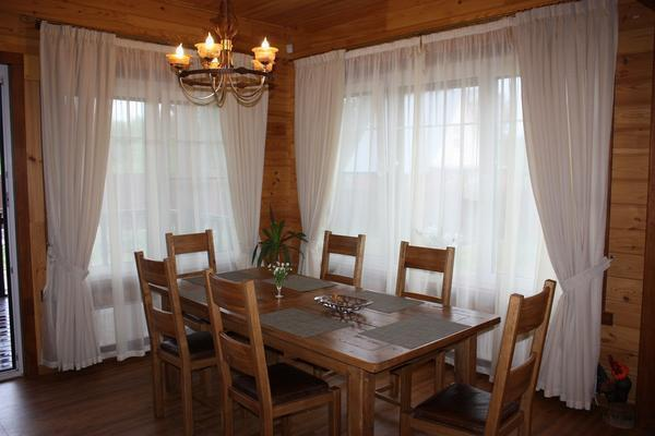 Чтобы белые шторы имели привлекательный внешний вид, их нужно регулярно стирать
