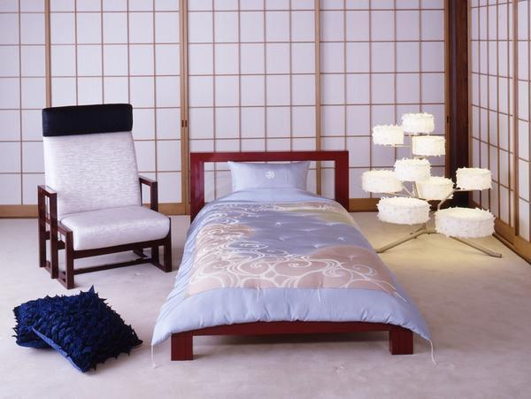 Японский стиль хорошо подойдет для небольших спален, поскольку он предусматривает использование минимального количества мебели