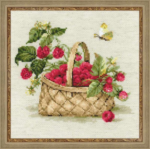 """Вышивка """"Малина в лукошке"""" прекрасно подойдет для оформления интерьера на кухне"""
