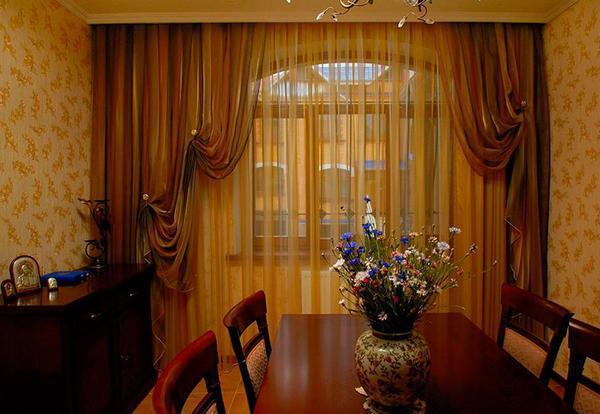 Прежде чем пошить шторы, необходимо подобрать ткань