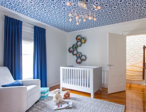 Чтобы дизайн комнаты был гармоничным, следует тщательно подбирать обои, сочетая их с другими предметами