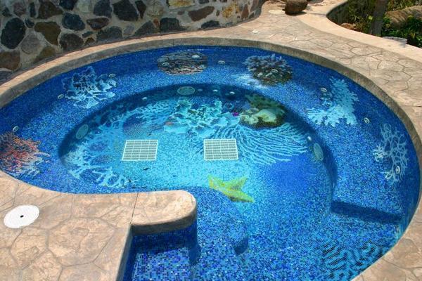 Для бассейна существует множество разнообразных панно на любой вкус