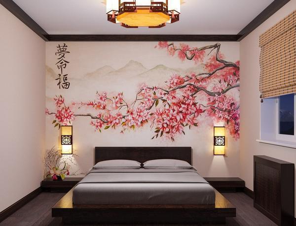 Отличным решением является использование обоев с изображением сакуры в спальне, сделанной в японском стиле