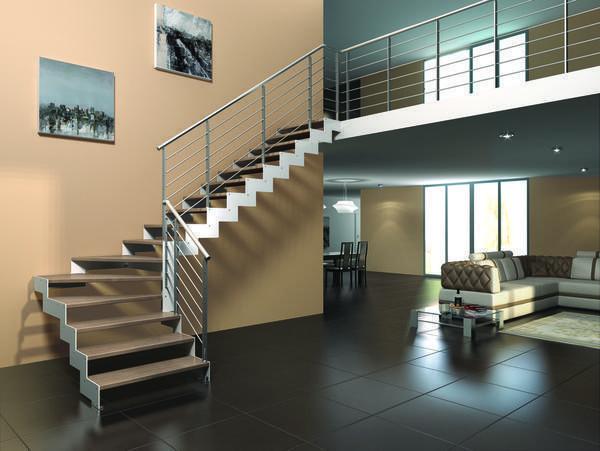 Металлическая лестница в загородном доме - конструкция очень надежная