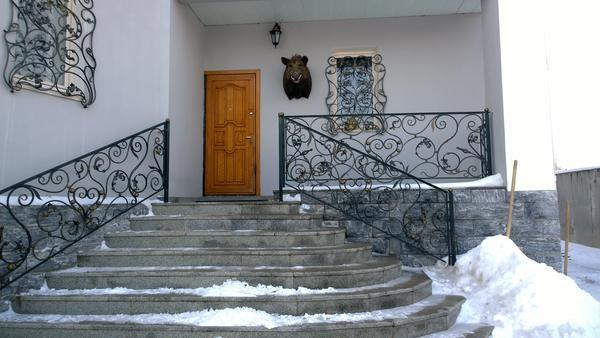Кованые лестницы в доме на второй этаж: фото в частном на крыльце