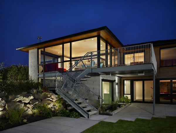 Лестница снаружи дома позволит сэкономить пространство внутри помещения