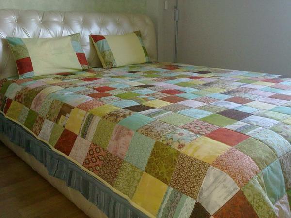 Техника изготовления лоскутного одеяла из квадратов очень проста и доступна даже для неопытных мастериц