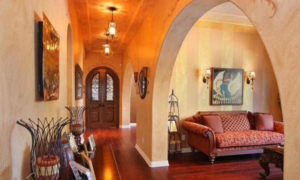Вход в комнату можно сделать в виде арки или же установив красивые раздвижные двери