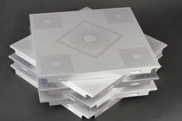 Пенопластовая плитка имеет риск пожелтеть под воздействием солнечных лучей