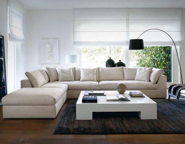 Современным в 2016 году считается диван, выполненный из натуральных материалов в светлых тонах