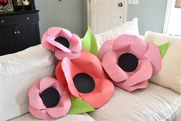 Изготовить бумажные цветы для украшения гостиной можно самостоятельно, изучив мастер-класс