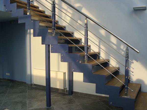 Ширина лестницы должны быть такой, чтобы на ней могли легко разминуться 2 человека