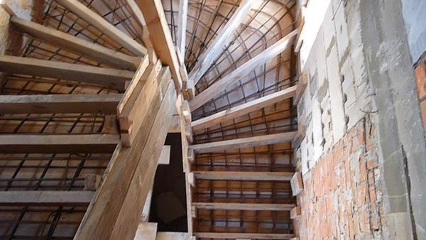 Перед тем как приступать к установке бетонной лестницы, следует заранее сделать ее чертеж