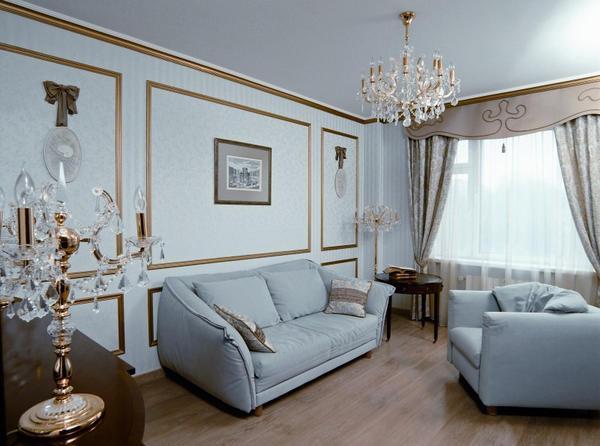 Используя молдинг можно придать необычайную выразительность стенам гостиной, подчеркнув определенную зону