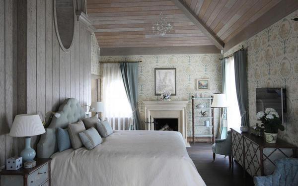 Спальня квадратной формы открывает перед дизайнером массу решений, которые можно воплотить в жизнь