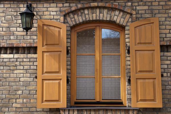 Деревянные ставни на окна: типы жалюзи, фото, внутренние красивые, декоративные в интерьере своими руками
