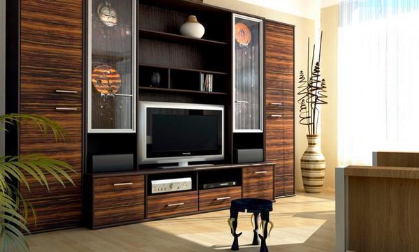 Для зала необходимо покупать мебель в определенном стиле, однако не стоит забывать и о качестве материалов