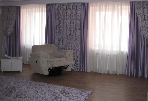 При выборе штор в гостиную следует обращать внимание на то, в каком стиле она оформлена