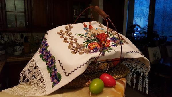 Вышитый рушник собственными руками станет отличным и креативным подарком на пасхальные праздники
