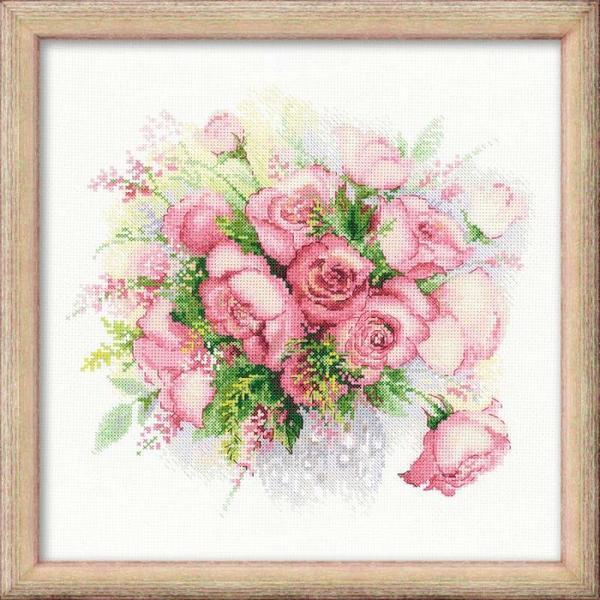 """Компания """"Риолис"""" производит много разных идей для вышивания, среди которых популярными являются красочные цветы"""