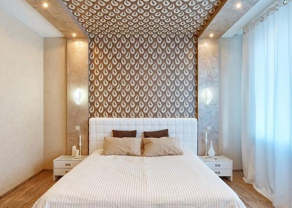 Одним из простых и дешевых вариантов декора потолка считается поклейка обоев