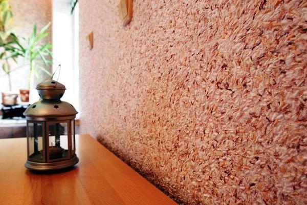 Основным преимуществом декоративной штукатурки является способность материала скрывать незначительные дефекты стен