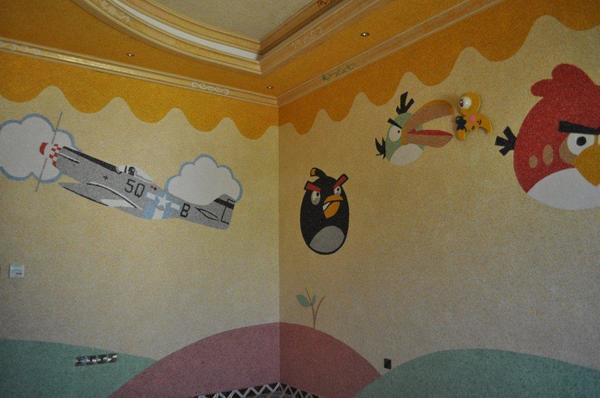 Проявив творческий подход к оформлению комнаты, при помощи жидких обоев можно создать самый настоящий шедевр