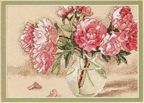Любителям цветочных мотивов не составит труда вышить крестом пионы