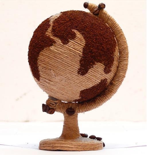 Глобус-топиарий смотрится очень оригинально, с его помощью можно украсить помещение