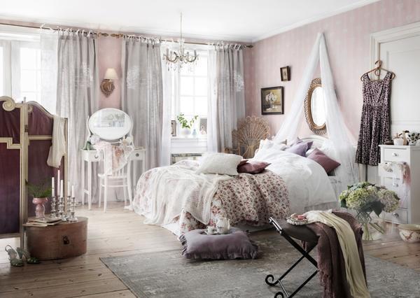 Одна из главных ошибок при оформлении спальни - это захламление ее ненужными вещами