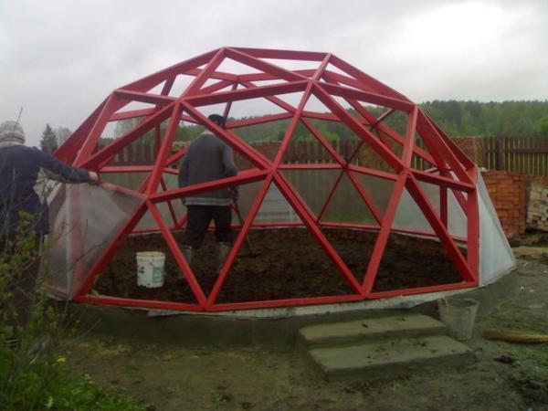 Для расчета купола необходимо прежде всего определиться с размерами будущей конструкции