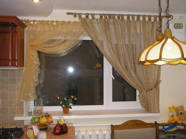 Карнизы для штор кухни лучше всего выбирать светлых оттенков