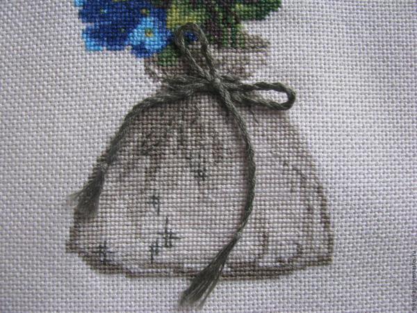Мини вышивки отлично будут смотреться на небольших изделиях и украшениях