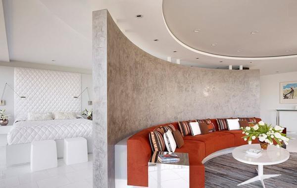Правильное зонирование пространства в маленькой смежной спальне-гостиной сделают ваш дом более уютным